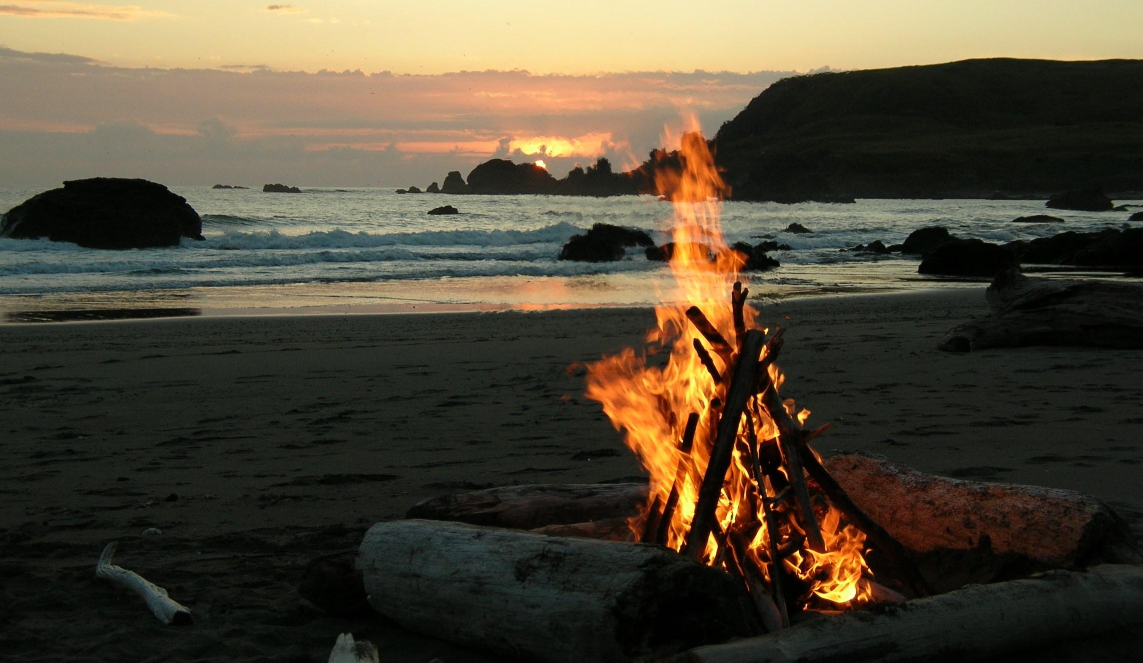 california-beach-bonfire3